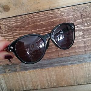 Alexander McQueen sunglasses woman